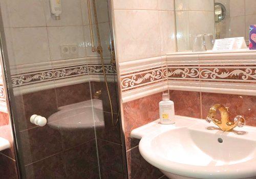 Doppelzimmer Rossini Superior Badezimmer und WC