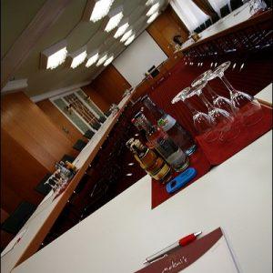 Konferenzraum im Badhotel Bad Wildbad für Tagungen mit Getränken