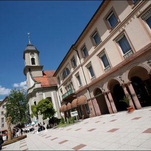 Badhotel und Kirche mit Hochzeit für Feste in Bad Wildbad